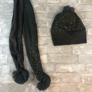 Gap - scarf and hat bundle